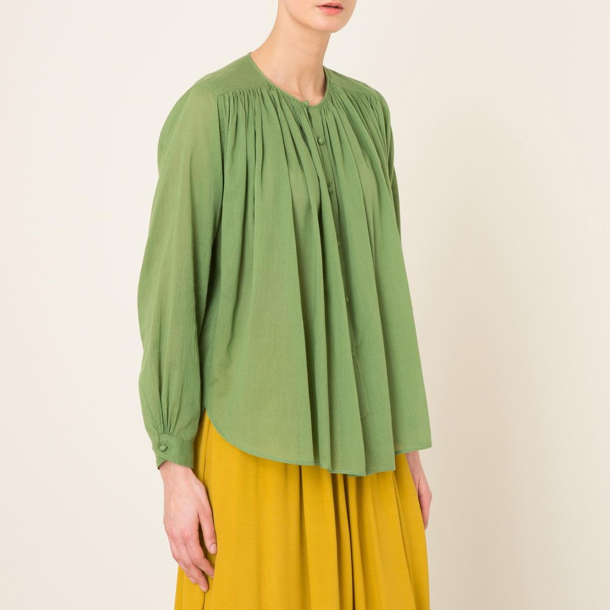 Рубашка объемнаяРубашка объемная  LAURENCE BRAS из хлопка .  Без воротника. Сборки ниже отрезных деталей на плечах . Обтянутые пуговицы. Длинные рукава. Закругленный низ.Состав и описание   Материал : 100% хлопок   Марка : LAURENCE BRAS<br><br>Цвет: зеленый