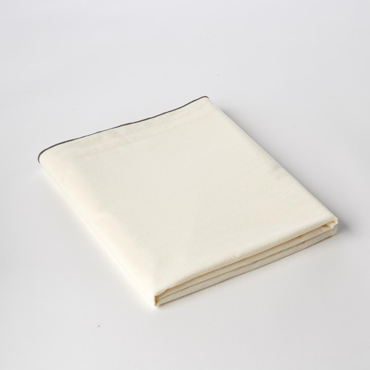 Простыня из хлопковой вуали, GypseХлопковая вуаль. Очень мягкий, воздушный и нежный материал. С легким эффектом блеска. Ткань с легким жатым эффектом. Не требует глажки.Состав :- Вуаль, 100% хлопокОтделка :- Контрастная рельефная вышивка серого цветаУход :- Машинная стирка при 40 °С. Размеры:180 x 290 см  : 1-сп.240 x 300 см : 2-сп.270 x 310 см : 2-сп.Знак Oeko-Tex® гарантирует, что товары прошли проверку и были изготовлены без применения вредных для здоровья человека веществ.<br><br>Цвет: кремовый