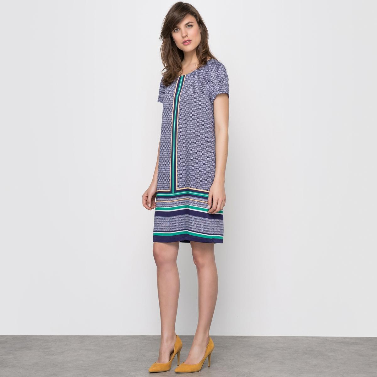 Платье-футляр с короткими рукавамиПлатье с короткими рукавами. Круглый вырез. Платочный рисунок. Вырез-капелька с застежкой на пуговицу сзади. 100% полиэстера. Длина 92 см.<br><br>Цвет: набивной рисунок<br>Размер: 34 (FR) - 40 (RUS)