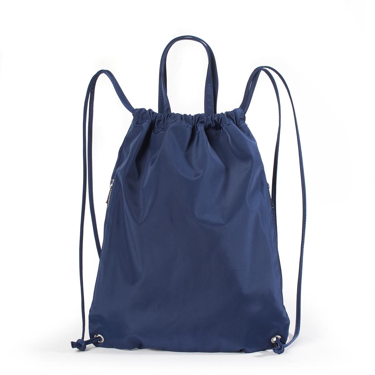 РюкзакЛегкая сумка-рюкзак, R essentiels..Легкая и практичная сумка. Можно носить в руках или на спине во время пеших прогулок или поездок на велосипеде, или же использовать как дополнительную сумку в составе основной Состав и описаниеМатериал : верх из нейлона                 подкладка: нейлонМарка : R essentiels.Размеры : Ш.33 x В.42 смЗастежка :  завязки.1 карман на молнии    сбоку2 кармана для мобильных -1 карман на молнии Бретели не регулируются.<br><br>Цвет: синий морской<br>Размер: единый размер