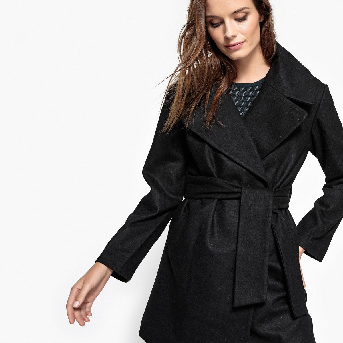 Пальто с ремешком из шерстяного драпа BanjoВеликолепное пальто Banjo от KAPORAL защитит вас от зимних холодов .  Очень модное и элегантное пальто средней длины с ремешком .Детали •  Длина : средняя •  Воротник-поло, рубашечный • Застежка на пуговицыСостав и уход •  50% шерсти, 50% полиэстера •  Следуйте советам по уходу, указанным на этикетке<br><br>Цвет: черный<br>Размер: XS.M