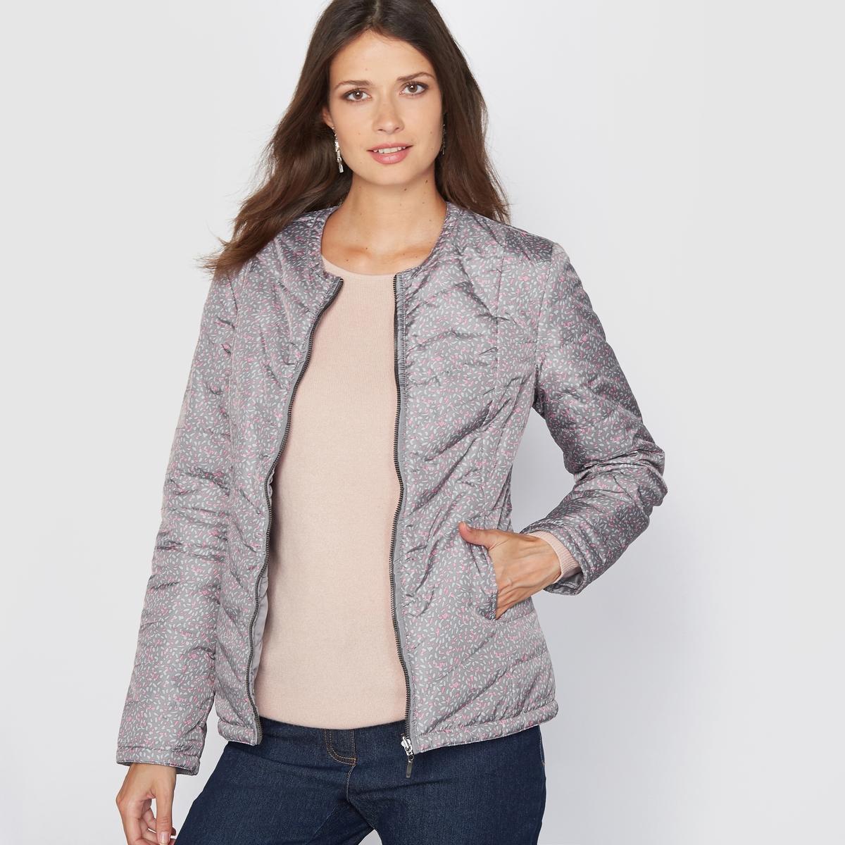 Куртка стёганая, лёгкая, двусторонняя, обработанная тефлономКуртка стёганая двусторонняя. Эта стёганая куртка, тонкая и слегка прошитая, Вам просто необходима! Эту двустороннюю куртку Вы можете носить так, как Вам угодно - на стороне с принтом или на однотонной стороне! Прошивка спереди и сзади. Круглый вырез, застёжка на молнию спереди.Приталенный покрой, отрезные детали спереди и сзади. 2 отрезных кармана.Состав и описание:Материал: Ткань из 100% полиамида, обработанная тефлоном.Длина: 62 см.Марка: Anne WeyburnУход:Машинная стирка при 30° в умеренном режиме.Не гладить.<br><br>Цвет: рисунок/фон антрацит<br>Размер: 40 (FR) - 46 (RUS).44 (FR) - 50 (RUS)