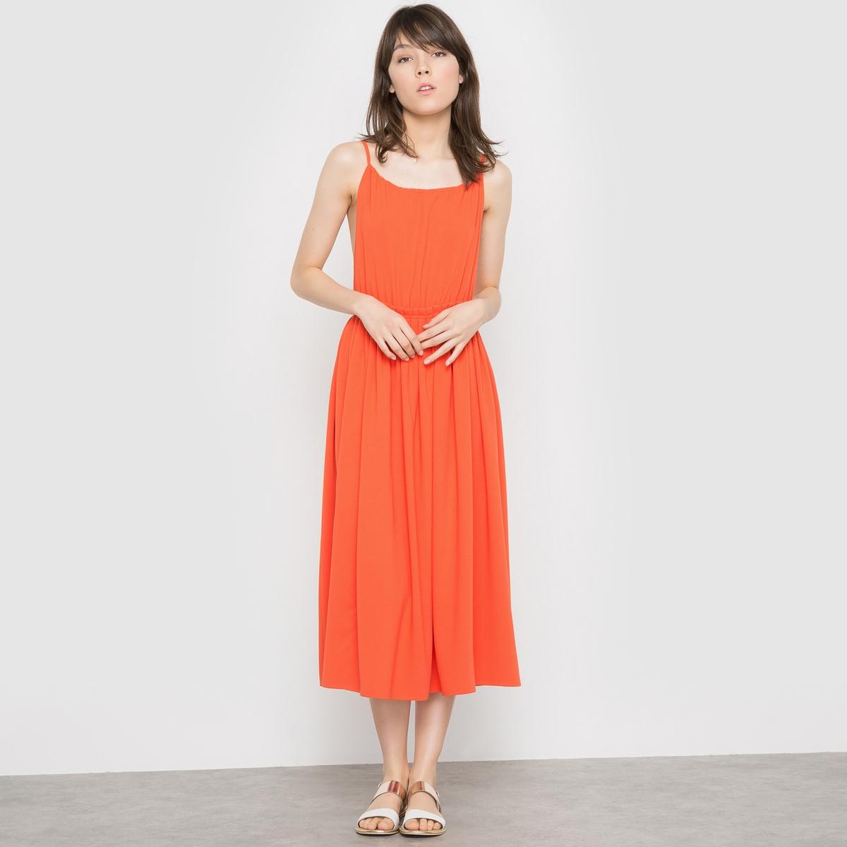 Платье средней длины на тонких бретелях