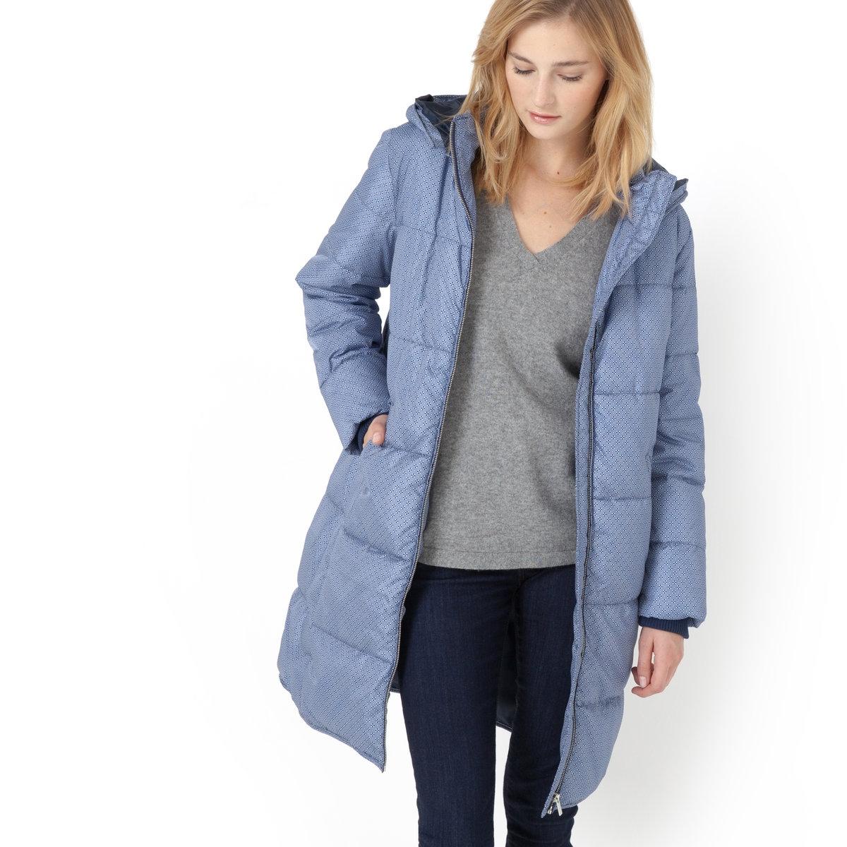 Куртка стеганая с рисункомКуртка стеганая с рисунком средней длины, двусторонняя. Съемный капюшон на молнии. Застежка на молнию. 2 косых кармана. 100% полиэстера, покладка: 100% полиэстера. Длина 90 см.<br><br>Цвет: наб. рисунок синий