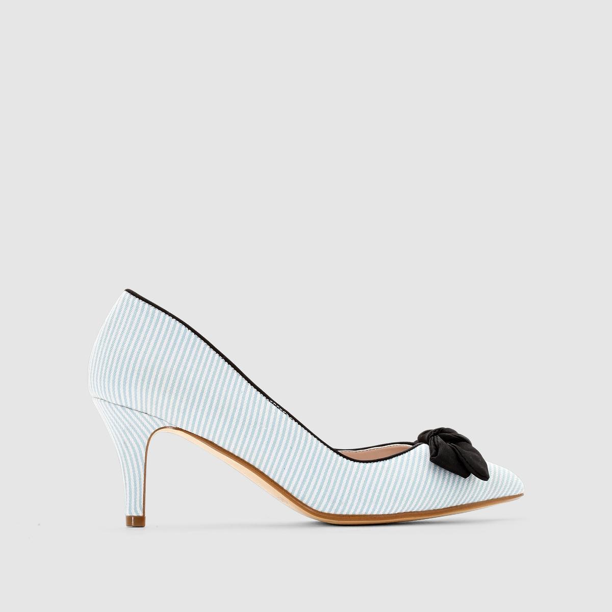 ТуфлиТуфли от Mademoiselle R. Стелька из кожи. Верх и внутренняя часть обуви из текстиля. Украшены бантом.Высота каблука : 7,5 см Мы советуем выбирать обувь на размер больше, чем ваш обычный размер.<br><br>Цвет: синий/ в полоску<br>Размер: 35.36