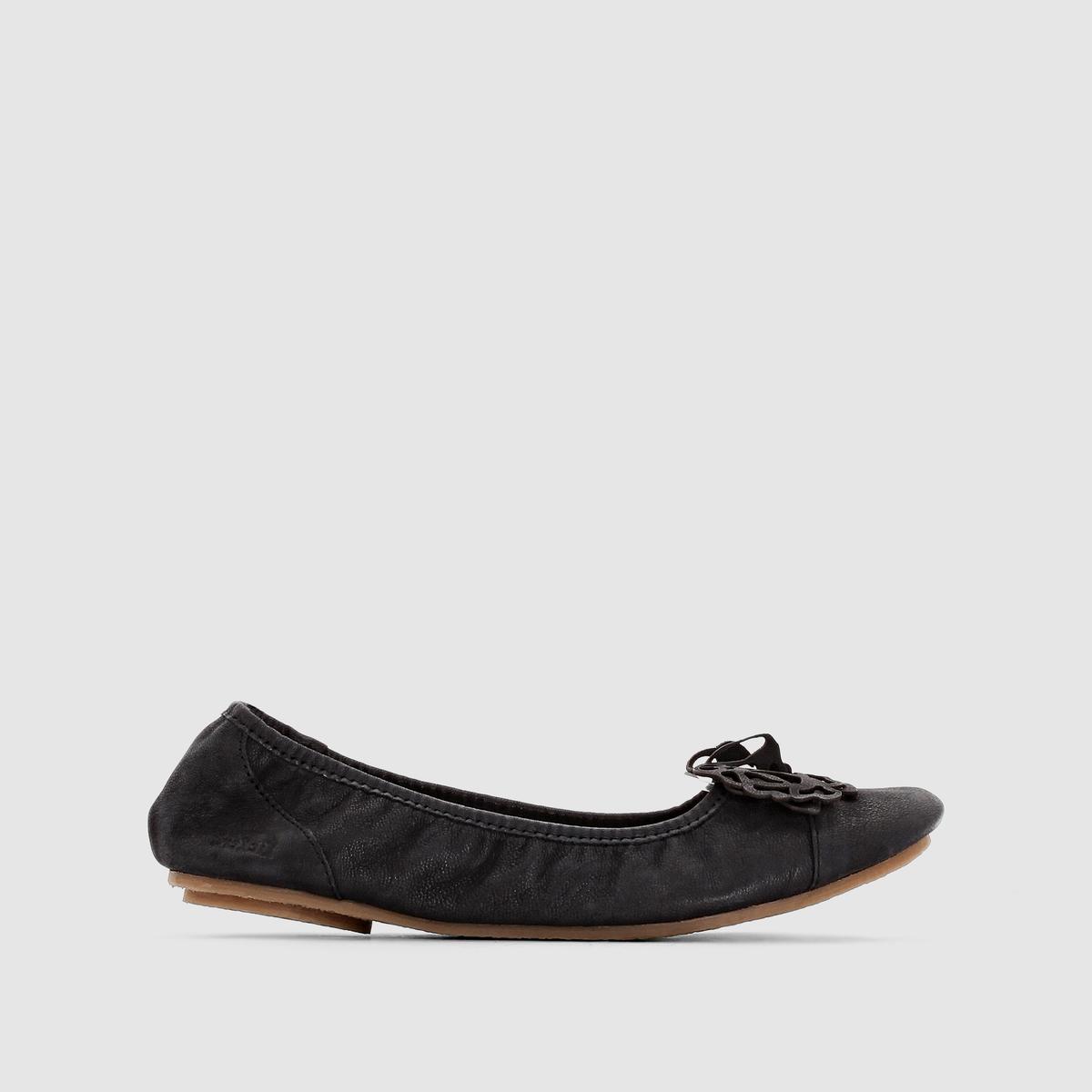 Балетки Liber, кожаКожаные и очень мягкие, совсем простые, украшены цветком... В этих очаровательных балетках вы будете чувствовать себя легко, а ваши ножки выглядеть женственно в течение всего лета!<br><br>Цвет: черный
