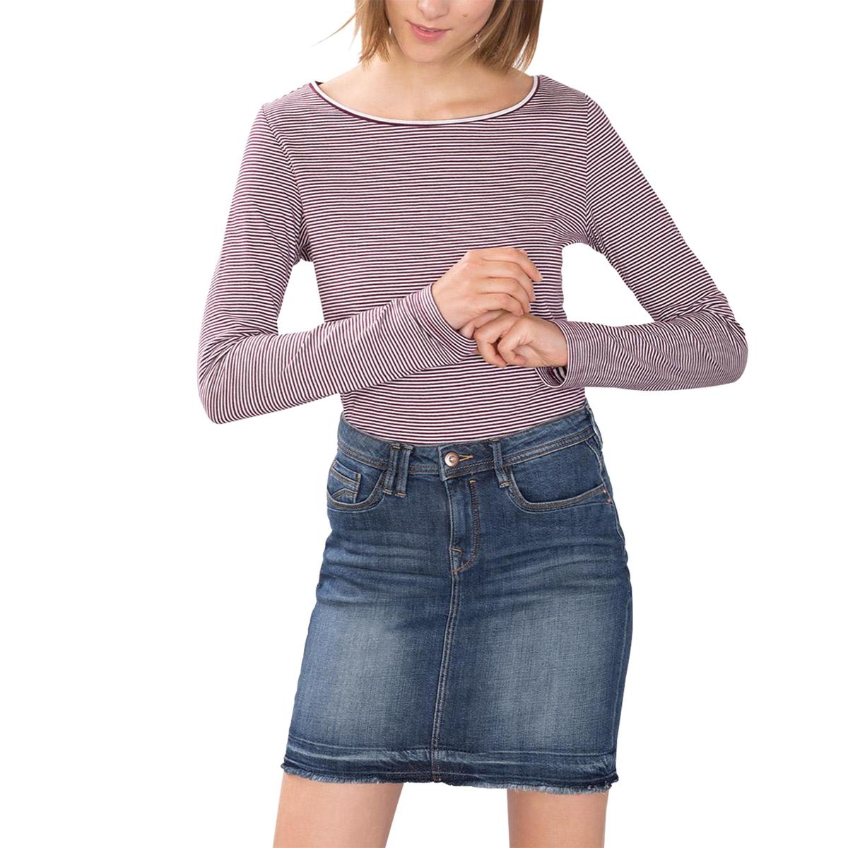 Футболка двусторонняя в полоскуДвусторонняя футболка в полоску из джерси, плотный и комфортный 100% хлопок. Тонкая полоска с одной стороны, более широкая полоска с другой стороны. Длинные рукава. Свободный круглый вырез. Боковые разрезы внизу.  Состав и описаниеМатериал : 100% хлопокМарка : ESPRITУходСледуйте рекомендациям по уходу, указанным на этикетке изделия<br><br>Цвет: вишневая полоска