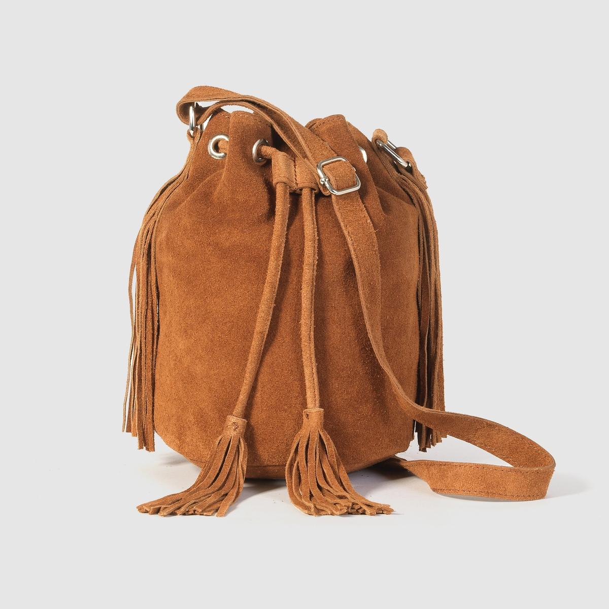Сумка-торба кожанаяНебольшая сумка-торба из невыделанной кожи, с бахромой, Mademoiselle R .Стильная отделка бахромой и завязка на кулиске для быстрого закрывания  : с этой сумкой хочется отправиться открывать новые городские пространства  ! Состав и описаниеМатериал             верх : спилок                          подкладка : текстильМарка            Mademoiselle RРазмеры :    диаметр 17 см x высота 24 смЗастежка : завязки на кулиске с помпонами на концах из спилка.Регулируемый плечевой ремень.<br><br>Цвет: бордовый,темно-бежевый<br>Размер: единый размер