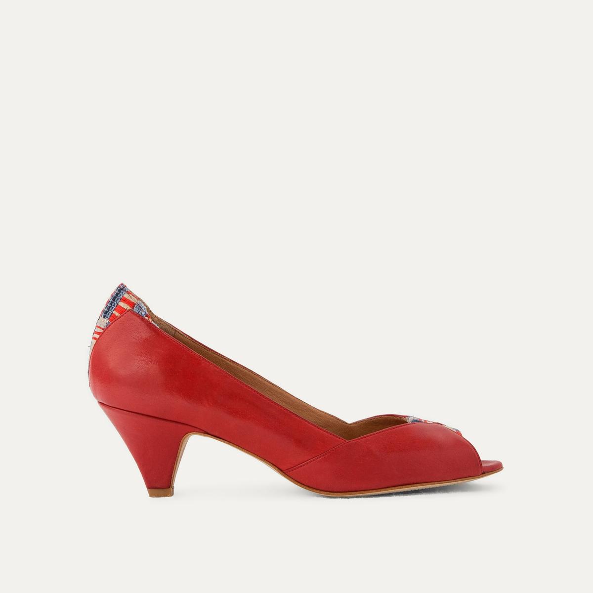 Туфли кожаныеДетали  •  Широкий каблук •  Застежка : без застежки •  Открытый мысок •  Гладкая отделкаСостав и уход  •  Верх 90% кожи, 10% текстиля<br><br>Цвет: красный<br>Размер: 41.40.37