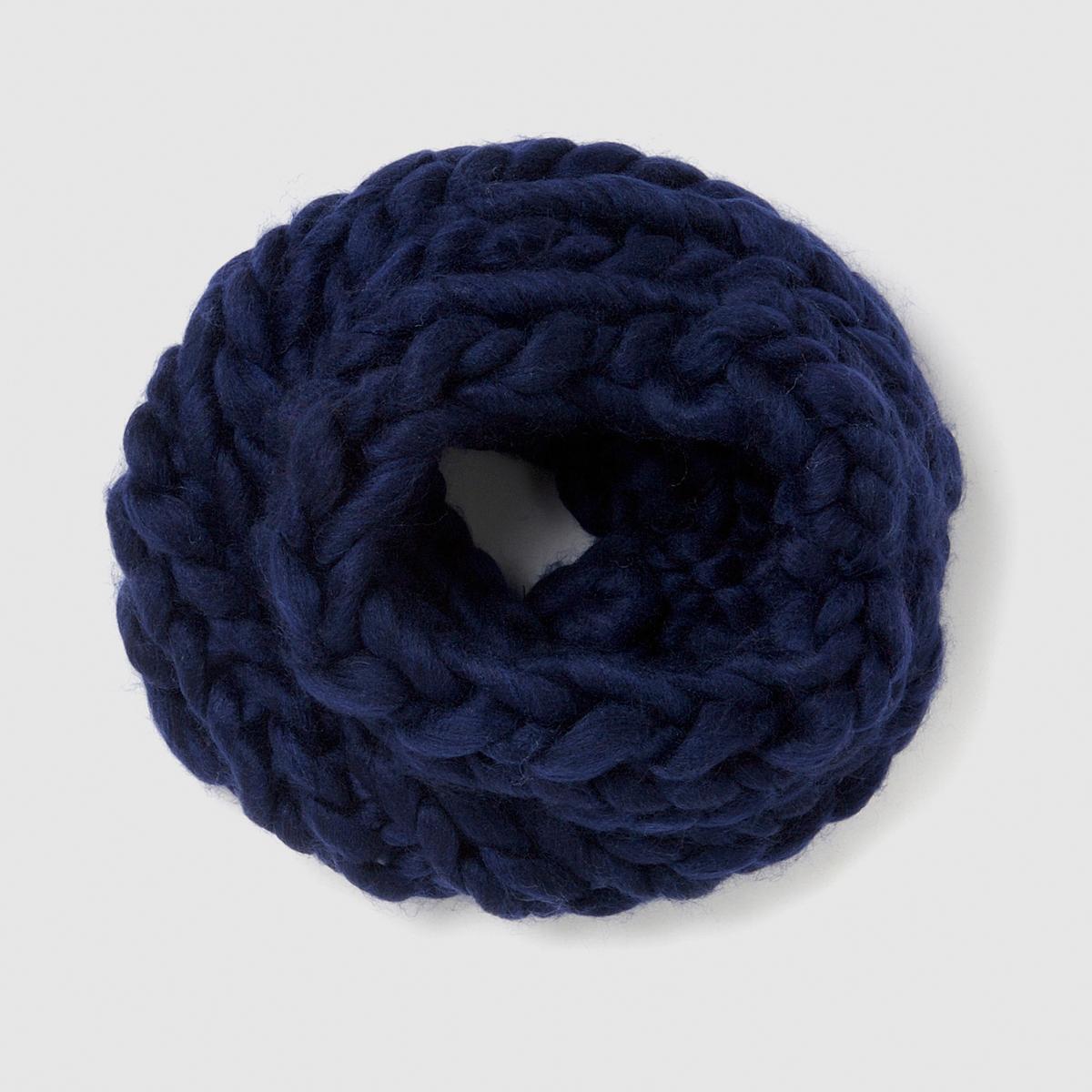 Шарф-снудШарф. Теплый и всегда модный шарф из плотного трикотажа, стильный аксессуар, с которым не страшны холода.Состав и описаниеМатериал : 100% акрилаРазмер : обхват 75 см- Высота : 26 см<br><br>Цвет: серый,синий морской<br>Размер: единый размер.единый размер