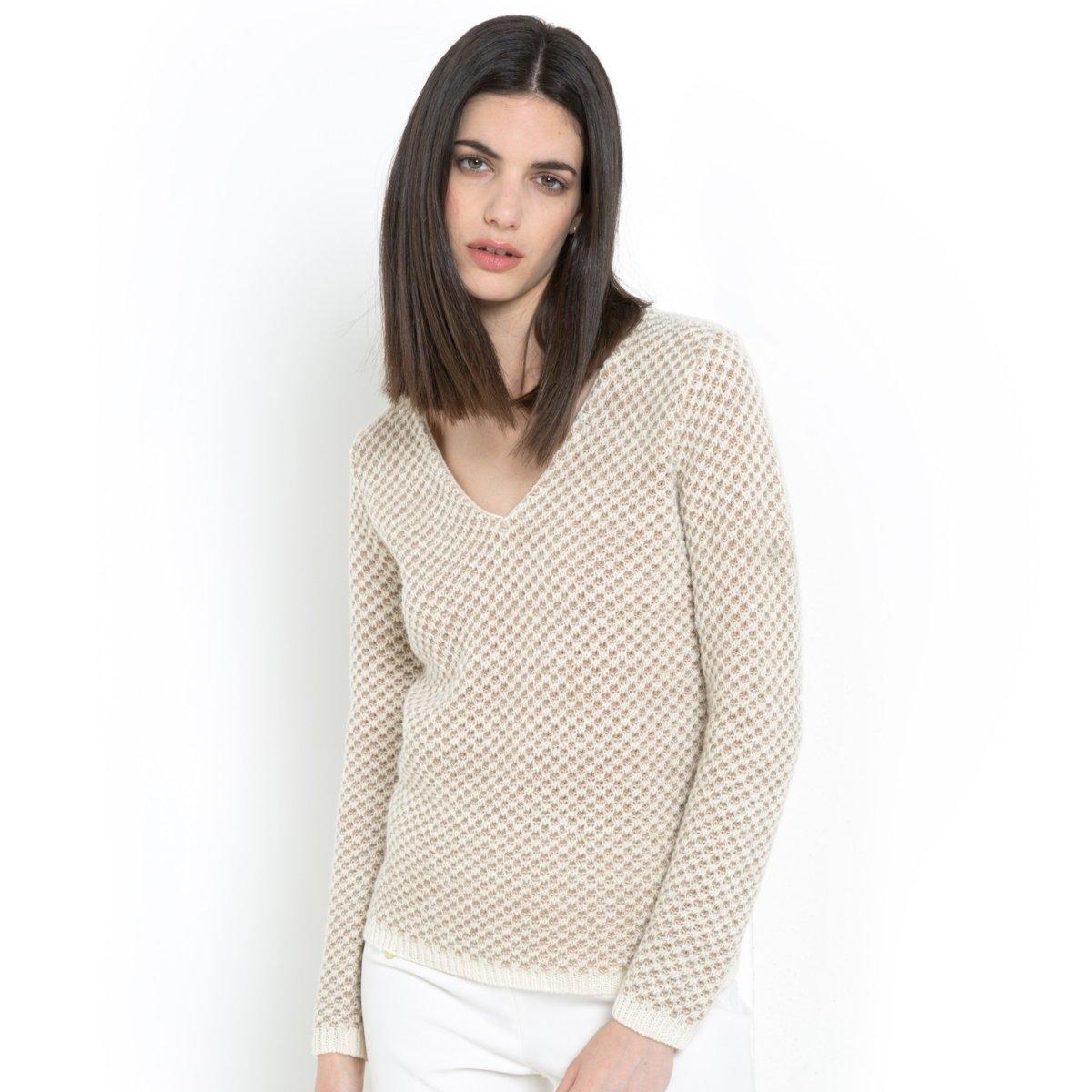 Пуловер с V-образным вырезомПуловер с длинными рукавами и V-образным вырезом. Грубая вязка. Оригинальный трикотаж из 45% акрила, 24% шерсти альпаки, 22% шерсти, 6% полиэстера, 3% металлических нитей. Длина 64 см. LAURA CLEMENT.<br><br>Цвет: коричневый меланж<br>Размер: 46/48 (FR) - 52/54 (RUS)