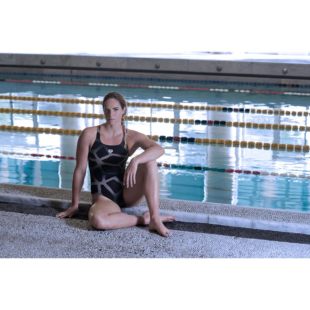Купальник цельный для занятий в бассейне