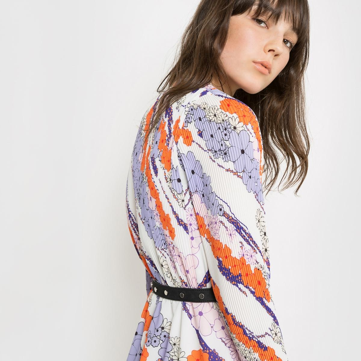 Платье плиссированное с рисункомПлиссированное платье с рисунком. 97% полиэстера, 3% эластана. На подкладке из 100% полиэстера. Эластичный пояс. Длина 87 см.Дом моды Carven предложил каталогу la Redoute коллекцию весна-лето, зовущую в путешествия. Взяв за образец стиль униформы стюардессы, придуманный г-жой Карвен в 60х  годах, дизайнеры Алексис Марсьяль и Андриен Кайядо вдохнули лёгкость в эту яркую коллекцию.. Использованные плиссированные материалы отражают все навыки и технику двух Домов моды.<br><br>Цвет: цветочный рисунок<br>Размер: 44 (FR) - 50 (RUS).42 (FR) - 48 (RUS)