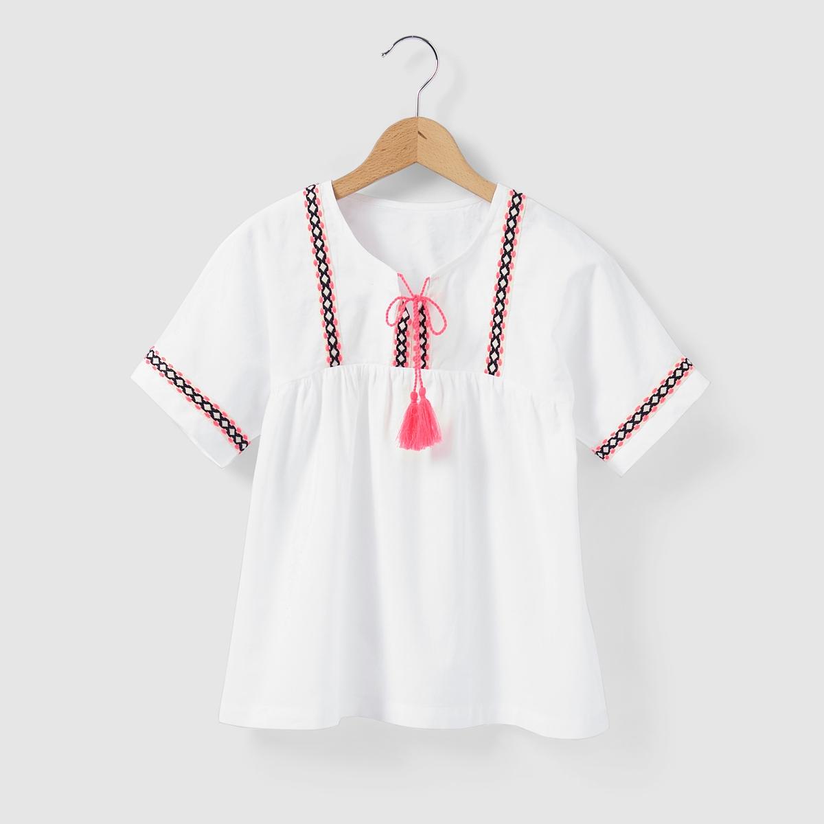 Блузка в этническом стиле, с вышивкой и короткими рукавами, на 3-12 летБлузка в этническом стиле. Вырез с вышивкой, тесьмой и помпонами. Низ коротких рукавов с вышивкой. Отрезная деталь под грудью со складками. Состав и описание : Материал: вуаль, 100% хлопкаУход :Машинная стирка при 30 °C с вещами схожих цветов.Стирать и гладить с изнаночной стороны.Машинная сушка на умеренном режиме.Гладить на низкой температуре.<br><br>Цвет: белый<br>Размер: 12 лет -150 см
