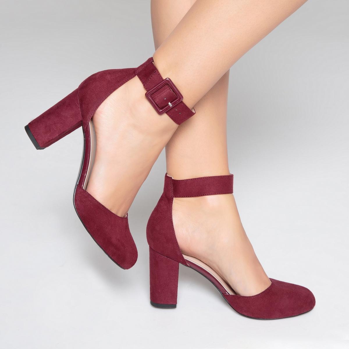 Туфли на каблуке c ремешком на пряжке