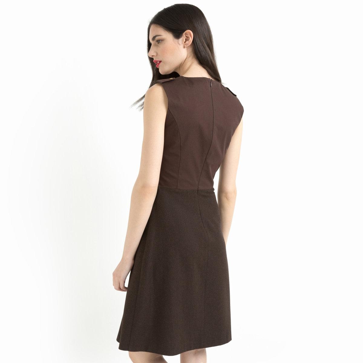 Платье без рукавов из двух материаловПлатье без рукавов из двух материалов  LAURA CLEMENT. Стильное и женственное платье оригинального покроя, которое вытягивает силуэт и привлекает внимание  ! Верх 100% хлопка на сатиновой подкладке 100% полиэстера. Круглый вырез . Планки с металлической пуговицей золотистого цвета на плечах . Отрезные детали спереди и сзади .   Застежка на скрытую молнию на спинке . Отрезное по талии . Низ 35% акрила, 31% шерсти, 27% полиэстера, 4% вискозы, 3% полиамидаe. Расклешенная юбка . 2 кармана с отделкой бейкой. Длина 95 см .<br><br>Цвет: каштановый<br>Размер: 42 (FR) - 48 (RUS)