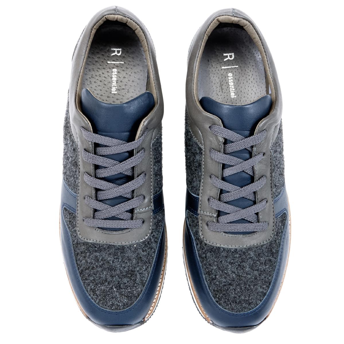 Кеды кожаныеОписание:Детали  •  Спортивный стиль •  Плоский каблук •  Высота каблука : 0 см •  Застежка : шнуровка •  Гладкая отделкаСостав и уход   •  Верх 100% кожа •  Подкладка 100% кожа •  Стелька 100% кожа •  Подошва 100% эластомер<br><br>Цвет: темно-синий<br>Размер: 42.41.40.38.37