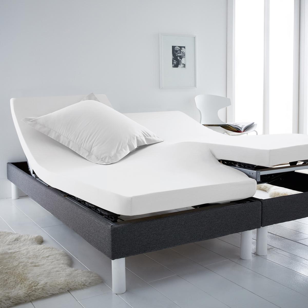 Простыня натяжная для раздельных матрасовНатяжная простыня для 2-спальной кровати с матрасами с независимыми частями для головы и ног. Для общего комфорта натяжная простыня соединяется в центре без швов. Характеристики натяжной простыни из хлопка для раздельных матрасов :100% хлопок, очень мягкий и комфортный, плотное переплетение нитей, 57 нитей/см? : чем больше количество нитей/см?, тем выше качество.Клапан 25 см (для матрасов шириной до 23 см).Отличная стойкость цвета при стирке при 60 °С.Созданная для матрасов с возможностью поднимания частей для головы и ног, эта натяжная простыня Sc?nario из хлопка отличается оригинальной гаммой очень модных цветов.                                                 Откройте для себя всю коллекцию постельного белья на сайте laredoute.ru.                                                                                                                                                                  Знак Oeko-Tex® гарантирует, что товары протестированы и сертифицированы, не содержат вредных веществ, которые могли бы нанести вред здоровью.                                                                                                                                                                                                                                            Размеры: ??140 x 190 см : 2-спальн.?160 x 200 см: 2-спальн.180 x 200 см: ?2-спальн.<br><br>Цвет: антрацит,белый,бледный сине-зеленый,бордовый,голубой бирюзовый,желтый солнечный,зелено-синий,изумрудный,коралловый,розовый,светло-бежевый,серо-коричневый каштан,Серо-синий,серый жемчужный,сине-зеленый,синий королевский,смородиновый<br>Размер: 140 x 190  см