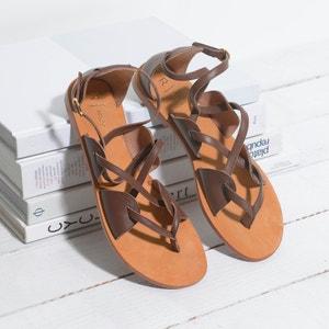 Sandálias em pele com fivelas cruzadas R studio