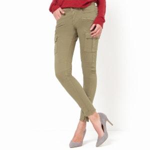 Pantaloni HARPER, taglio slim, tasche applicate alle cosce. CIMARRON