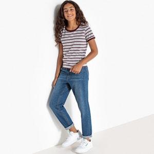Jeans Mom model