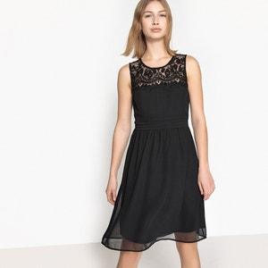 Rechte jurk zonder mouwen, kant aan het decolleté VERO MODA