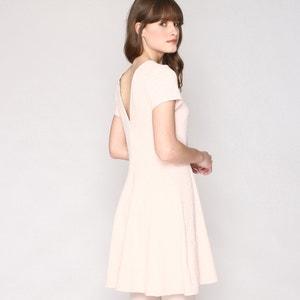 Ausgestelltes Kleid, Spitzenoptik, V-Ausschnitt hinten PEPALOVES