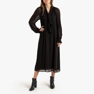 Lange jurk met plooien en lange mouwen