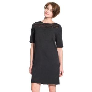 Robe noire détails dentelle, poitrine standard BALSAMIK