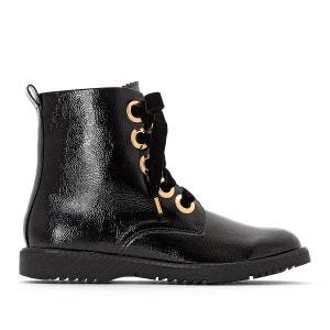 Gelakte boots met veters, goudkleurige oogjes, brede voet