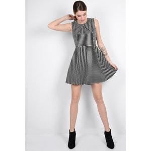 Krótka,wzorzysta rozkloszowana sukienka w paski MOLLY BRACKEN
