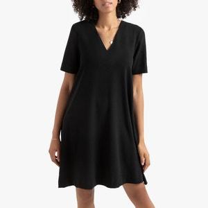 Wijd uitlopende jurk met V-hals en korte mouwen in crêpe