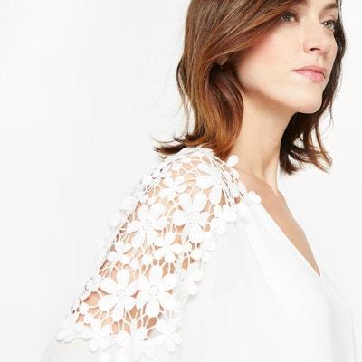 Blusa com decote em V, crepe e guipura Blusa com decote em V, crepe e guipura ANNE WEYBURN