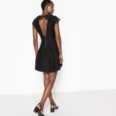 Vestido modelo evasé, sem costas, em renda SUNCOO