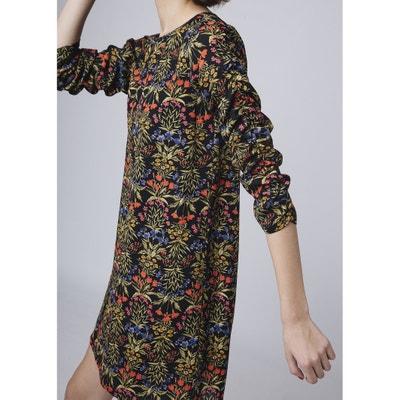 Vestido curto e direito, estampado às flores, mangas 3/4 Vestido curto e direito, estampado às flores, mangas 3/4 COMPANIA FANTASTICA