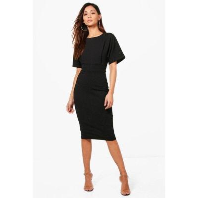 Petite robe noire avec manches courtes