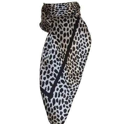 Grand foulard carré 100% soie léopard Grand foulard carré 100% soie léopard  CHAPEAU- 8a8cb1550c8