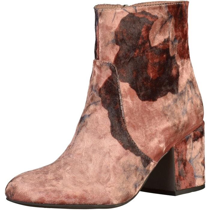 Providing Tamarisk Boots