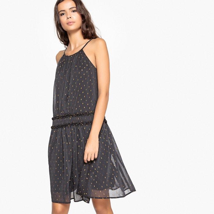 Платье на тонких бретелях, волокна золотистого цвета, эластичный пояс