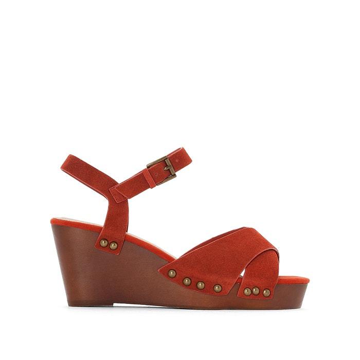 Sandálias de cunha, em pele, tacão de madeira, pés largos, do 38 ao 45  CASTALUNA image 0