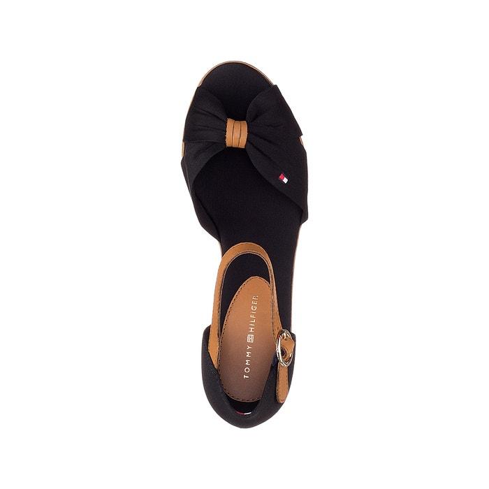 dbc63fb6f9e Sandálias com tacão de cunha