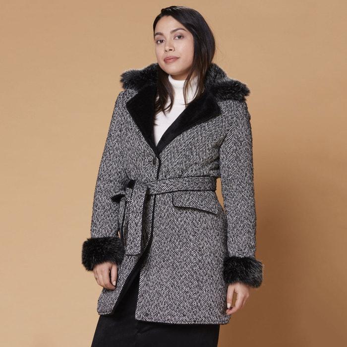 Halflange jas met knoopsluiting en ceintuur