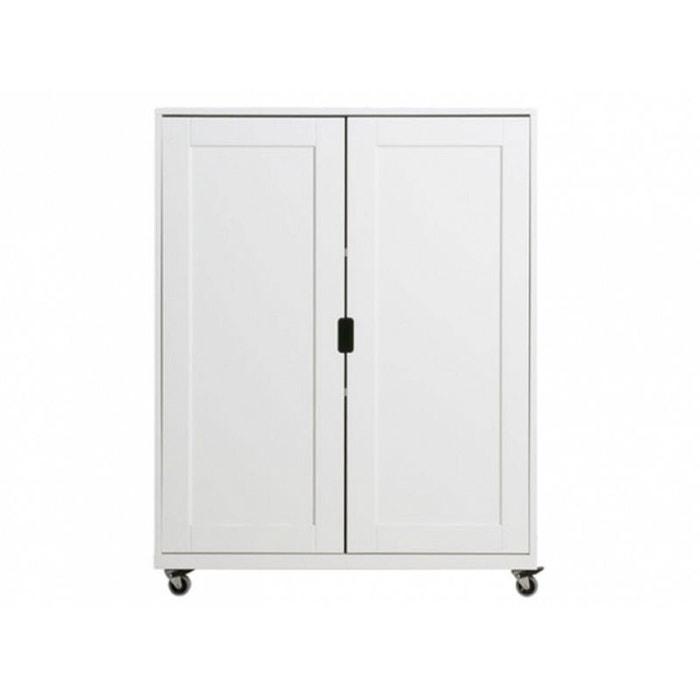 remarkable armoire sur roulette pictures simple design. Black Bedroom Furniture Sets. Home Design Ideas
