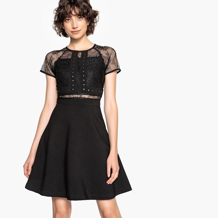 Платье с кружевными деталями на вырезе