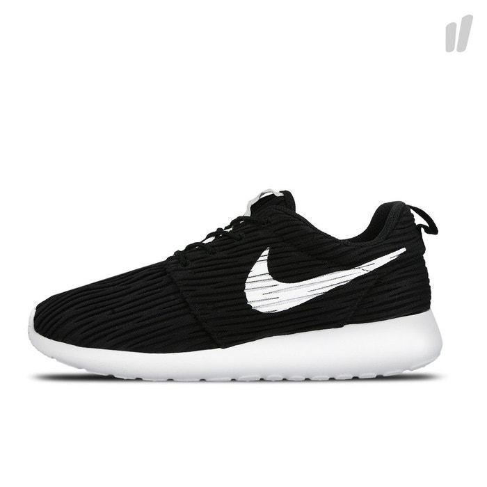 Basket rosherun eng noir Nike