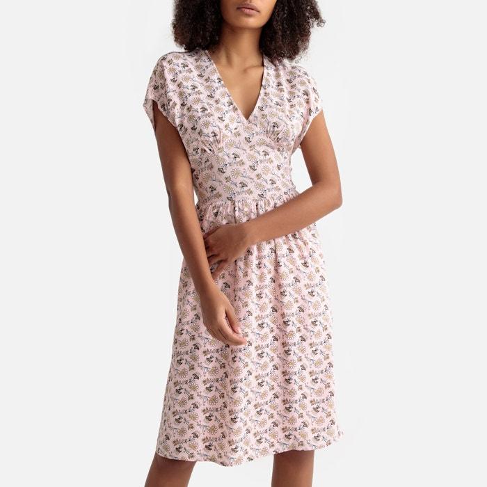 d1151634d08a Ausgestelltes Kleid mit Blumenmuster
