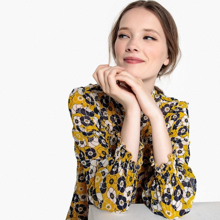 Платье прямое с цветочным рисунком и складками спереди