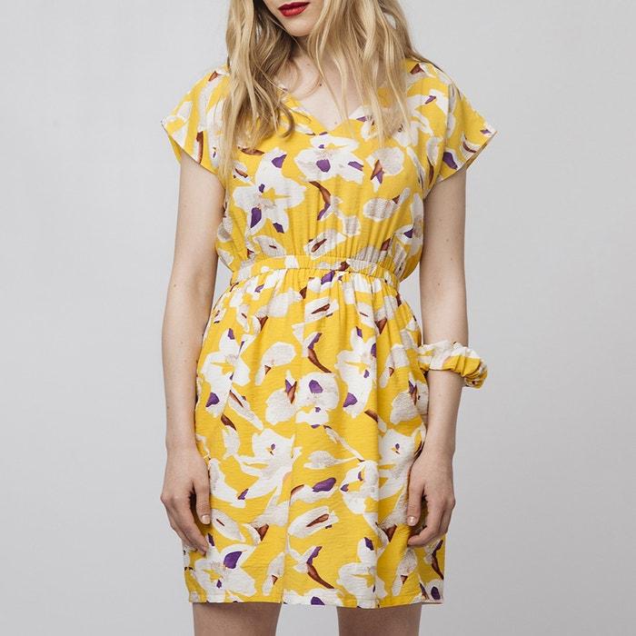 a8ddbc2abe9 Vestido corto con estampado de flores amarillo Compania Fantastica ...