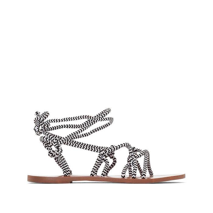 Sandales plates brides lacets