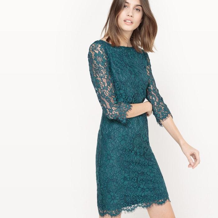 Платье из кружева с рукавами 3/4 и V-образным вырезом сзади